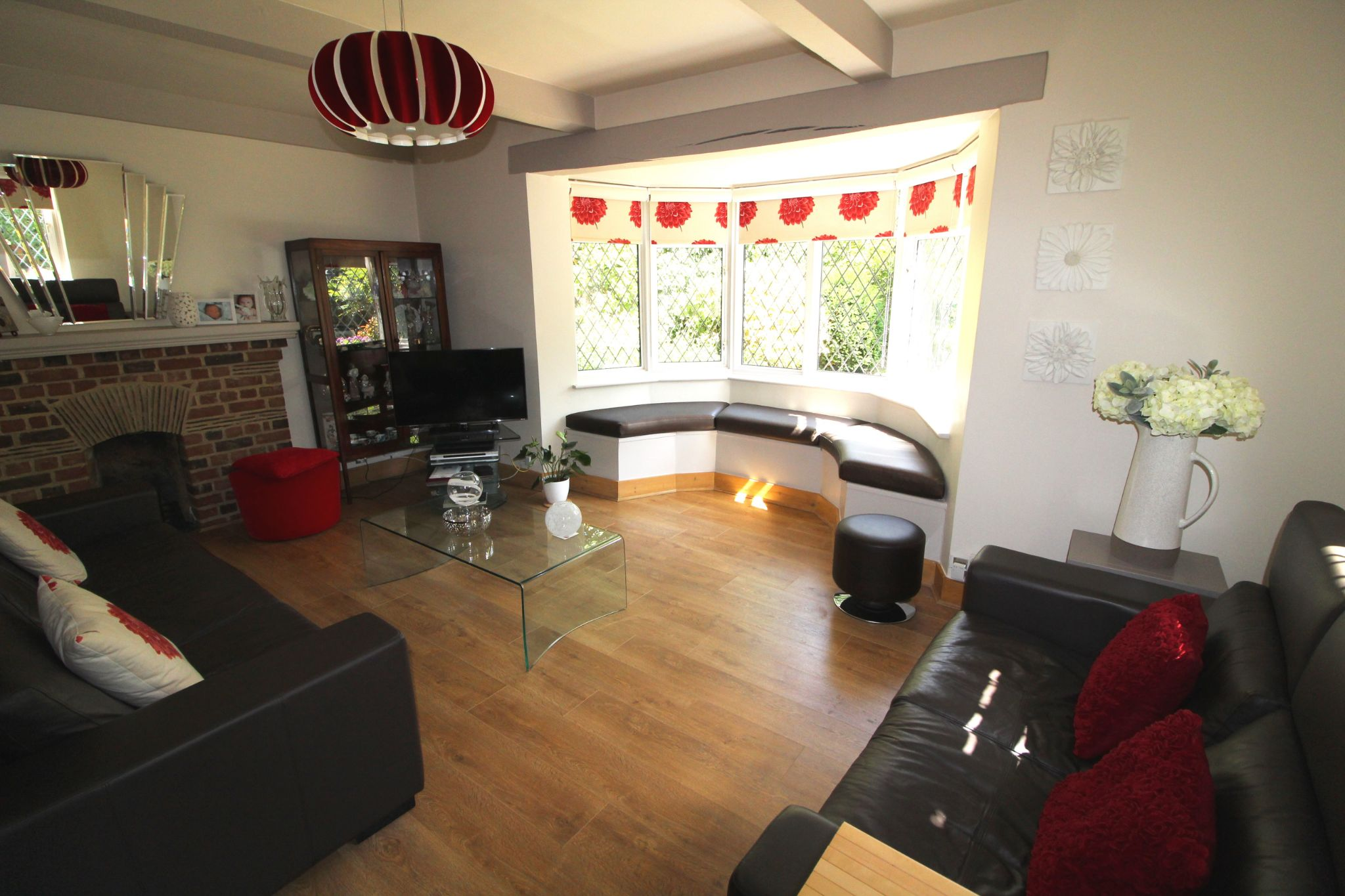4 bedroom detached house For Sale in Potters Bar - Photograph 4