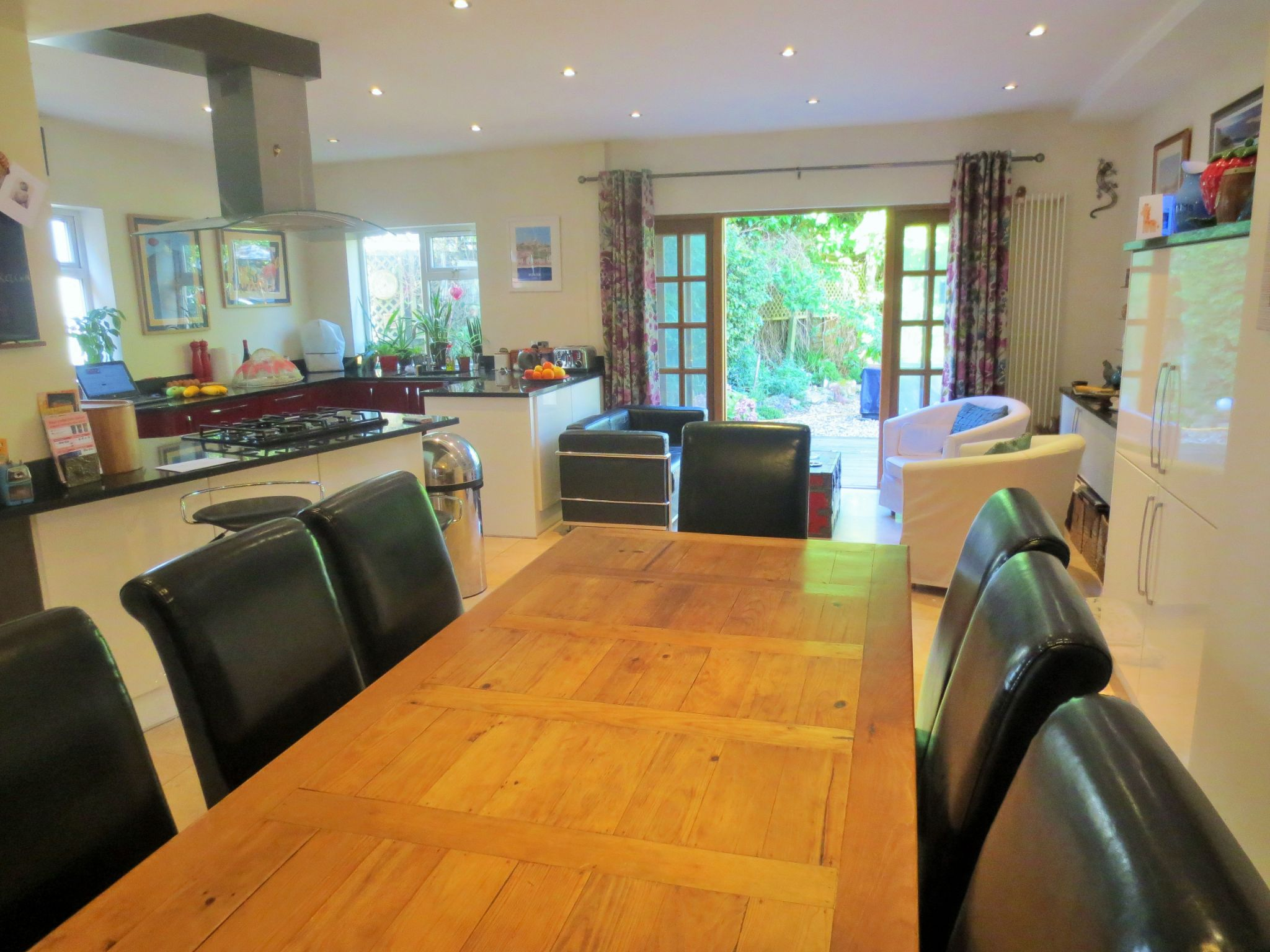 4 bedroom detached house Sale Agreed in Brookmans Park - Property photograph