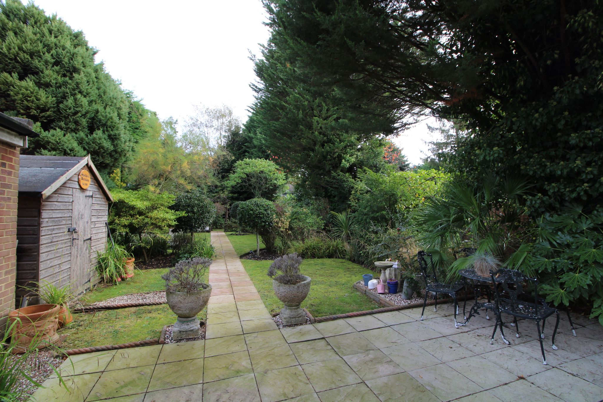 5 bedroom detached house For Sale in Brookmans Park - Property photograph