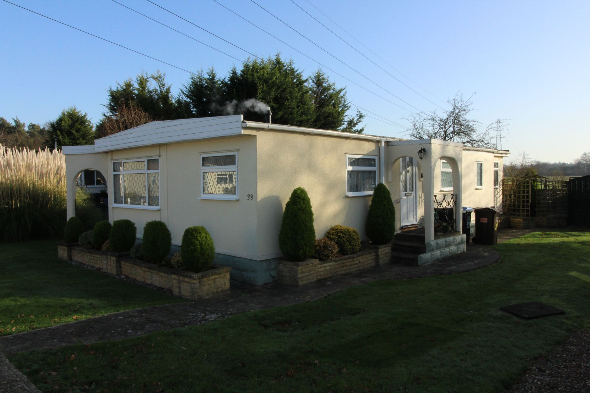 2 bedroom lodge character property For Sale in Welham Green - Property photograph