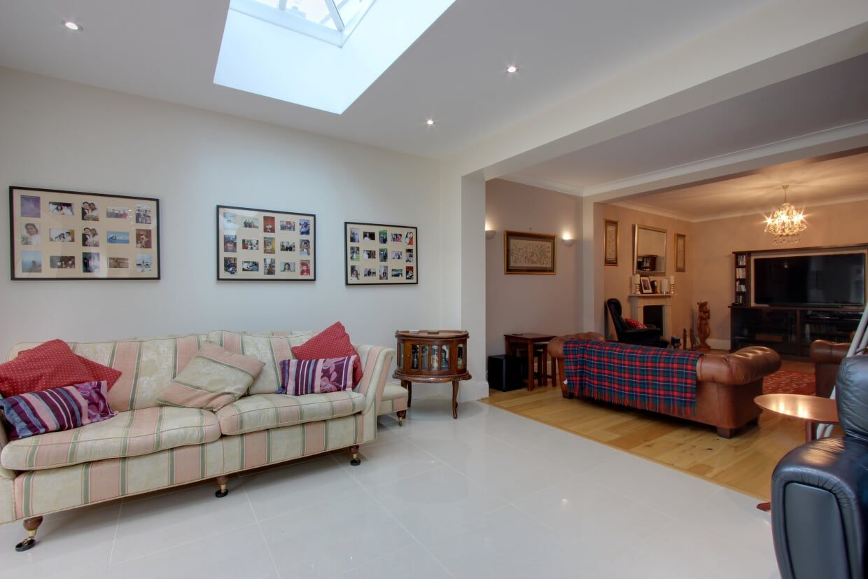 5 bedroom detached house For Sale in Brookmans Park - Photograph 11