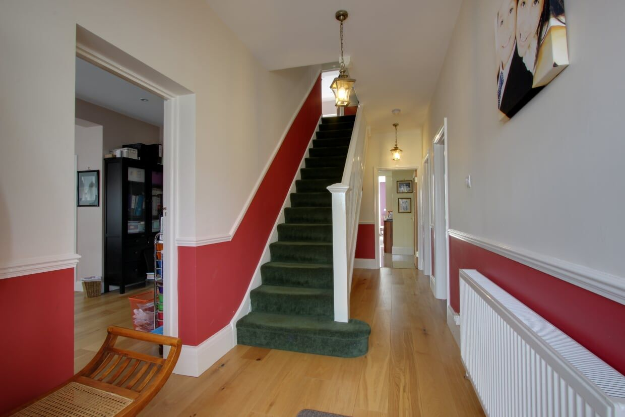 5 bedroom detached house For Sale in Brookmans Park - Photograph 15