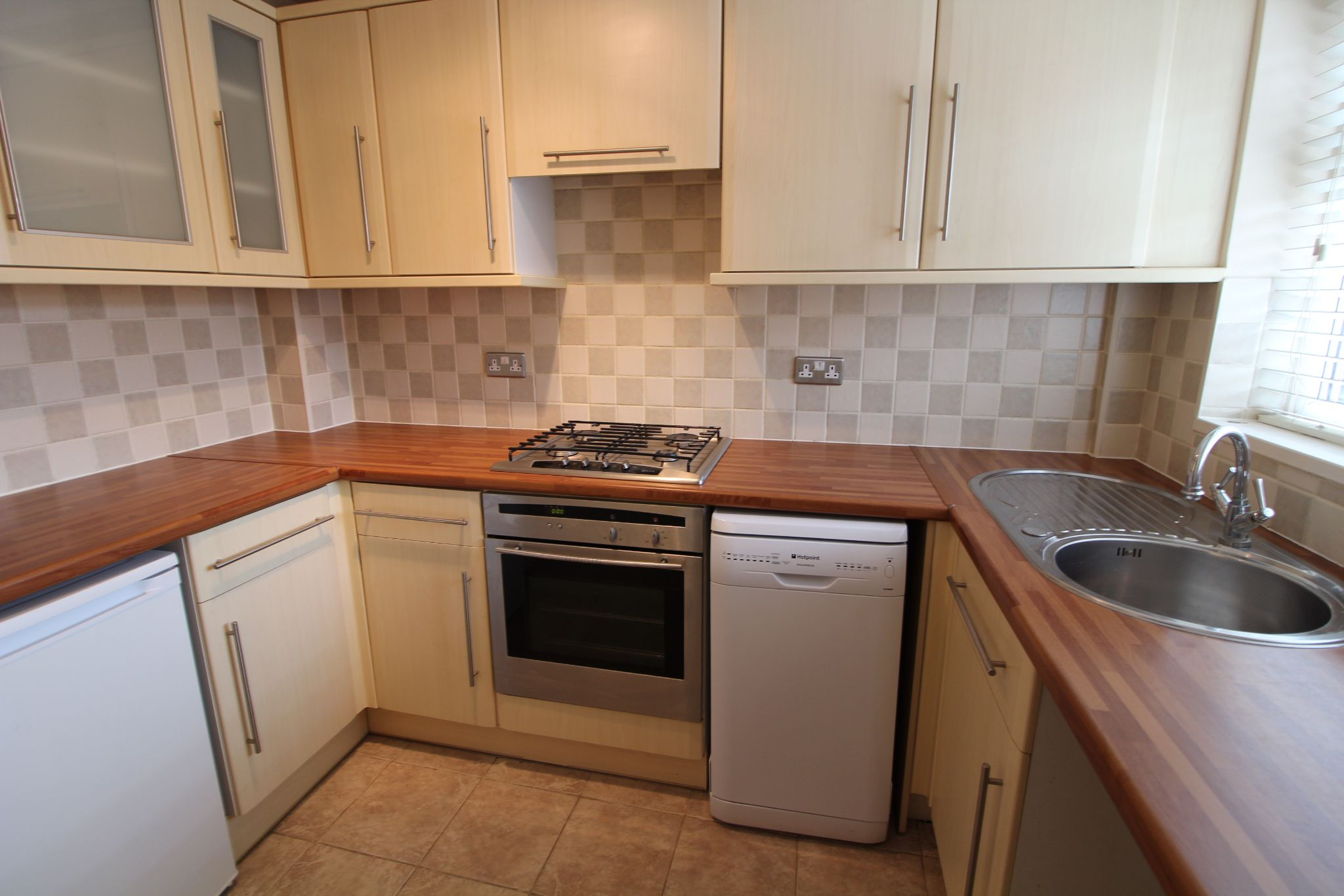 2 bedroom mid terraced house For Sale in South Mimms - Property photograph
