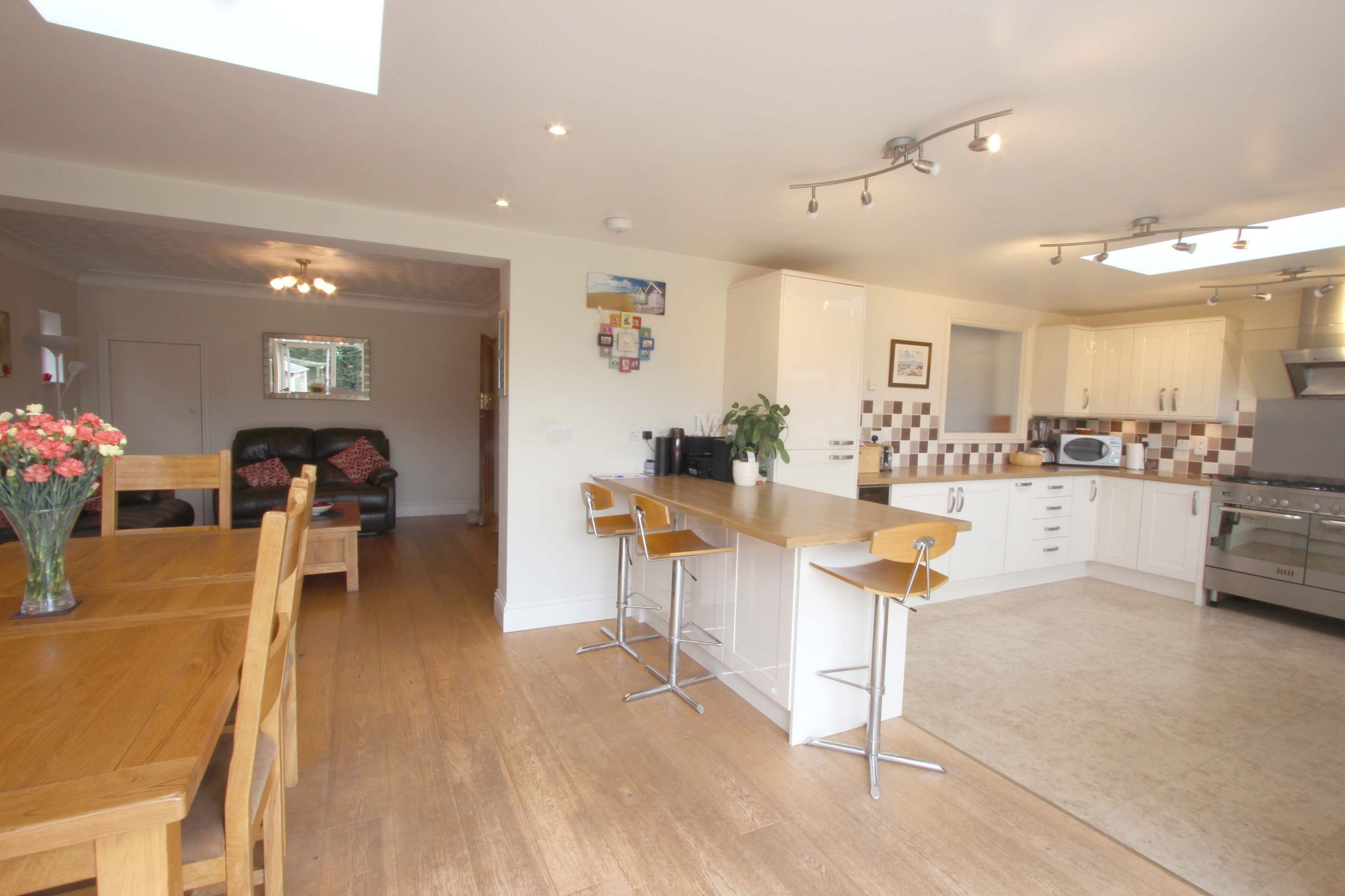 4 bedroom chalet house SSTC in Potters Bar - Photograph 3