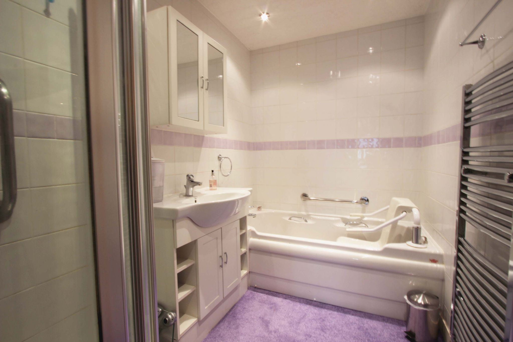 4 bedroom chalet house SSTC in Potters Bar - Photograph 9