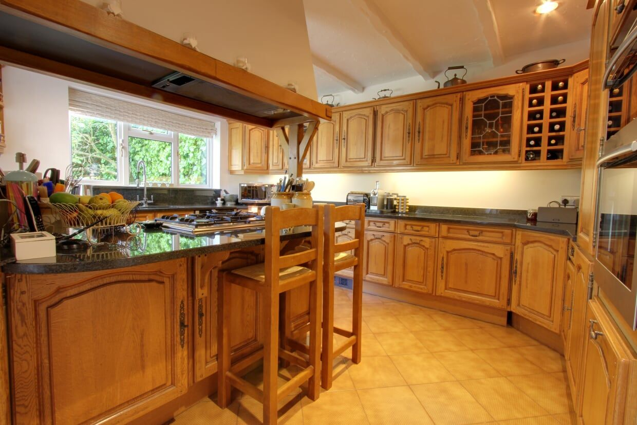 4 bedroom detached house Sale Agreed in Potters Bar - Photograph 4