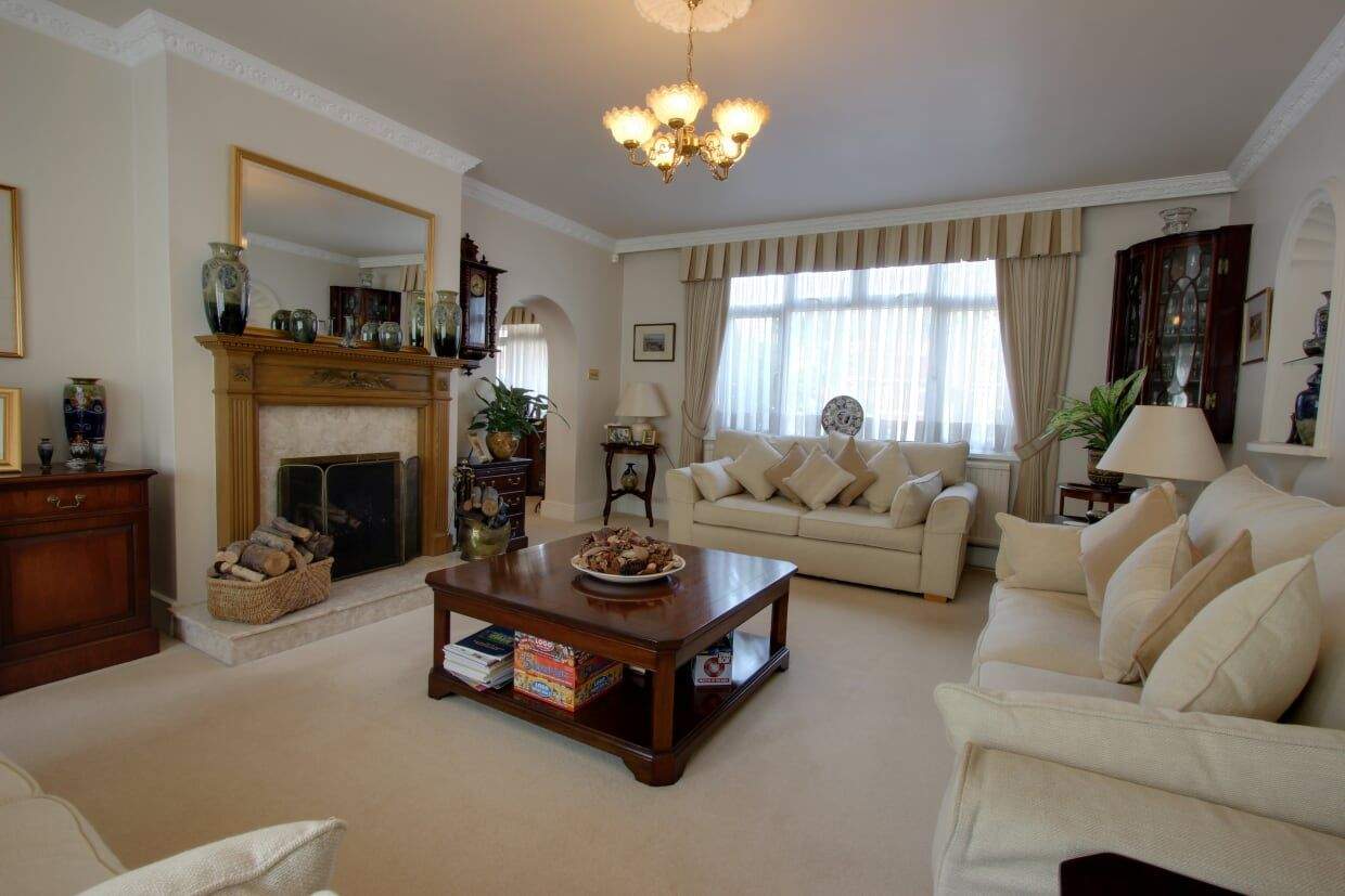 4 bedroom detached house Sale Agreed in Potters Bar - Photograph 19