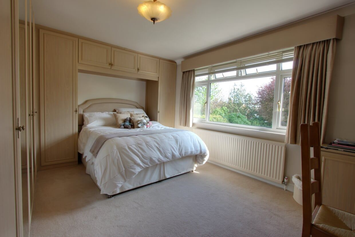 4 bedroom detached house Sale Agreed in Potters Bar - Photograph 23