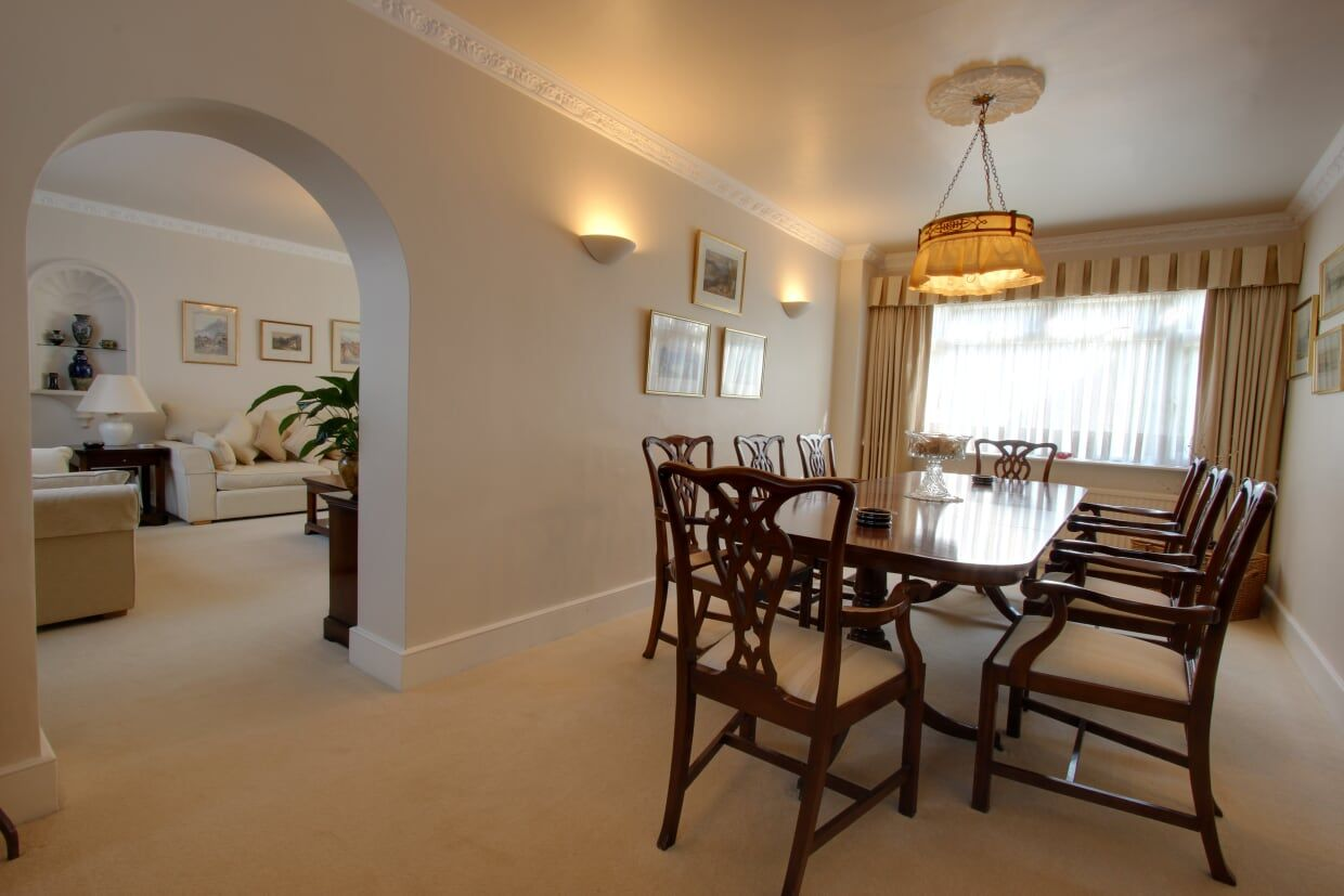 4 bedroom detached house Sale Agreed in Potters Bar - Photograph 6