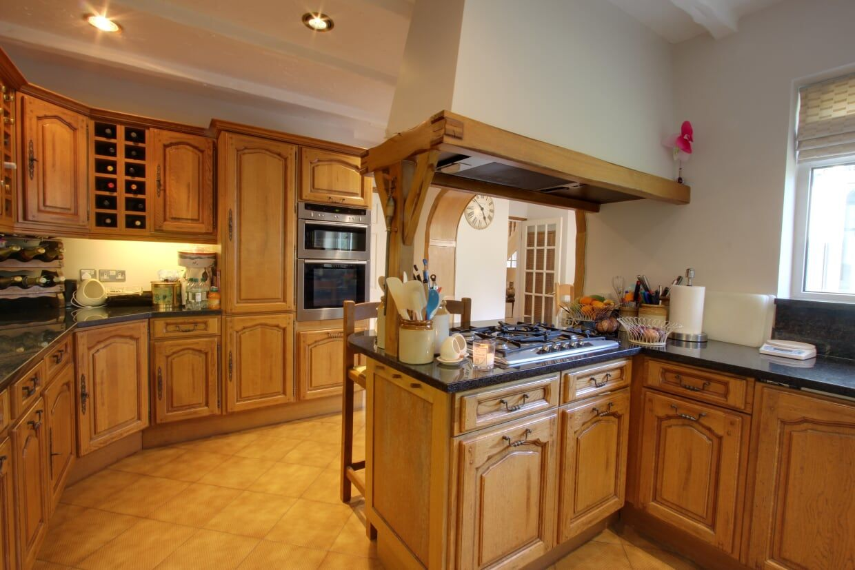 4 bedroom detached house Sale Agreed in Potters Bar - Photograph 16