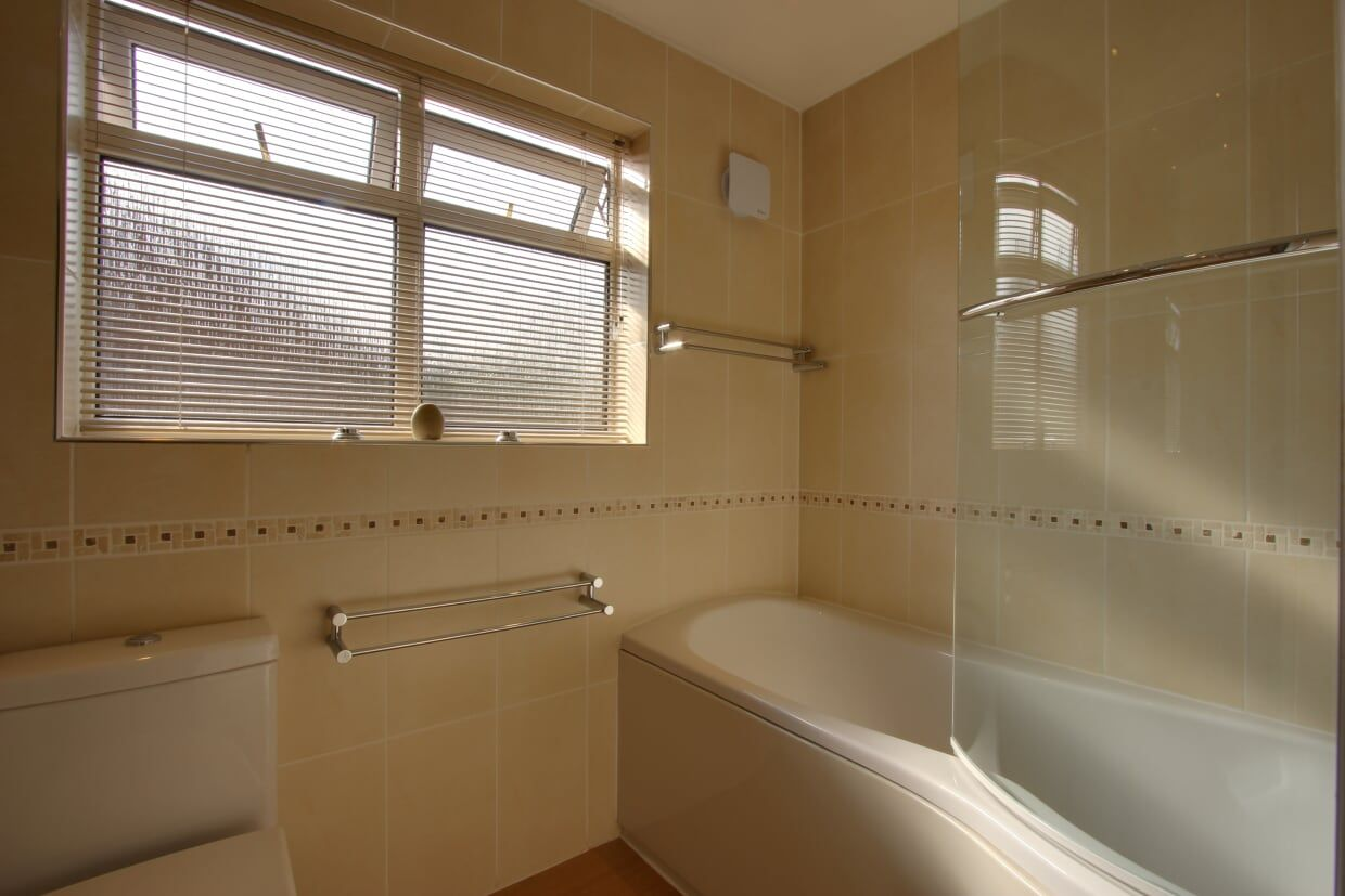 4 bedroom detached house Sale Agreed in Potters Bar - Photograph 15