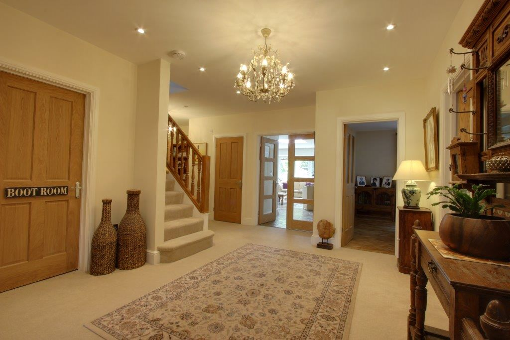 5 bedroom detached house Sale Agreed in Brookmans Park - Photograph 6