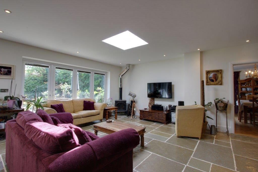 5 bedroom detached house Sale Agreed in Brookmans Park - Photograph 10