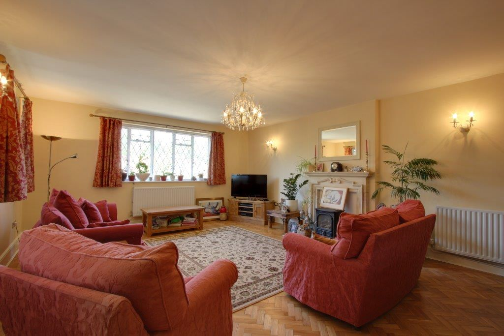 5 bedroom detached house Sale Agreed in Brookmans Park - Photograph 17