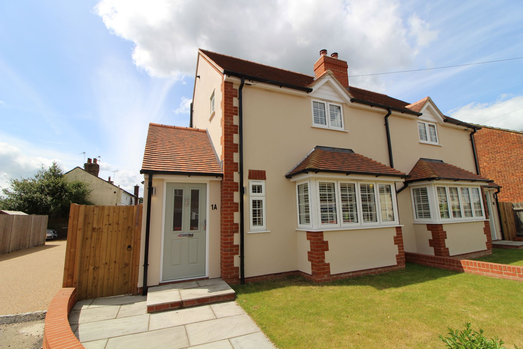 2 bedroom semi-detached house For Sale in St Albans - Property photograph
