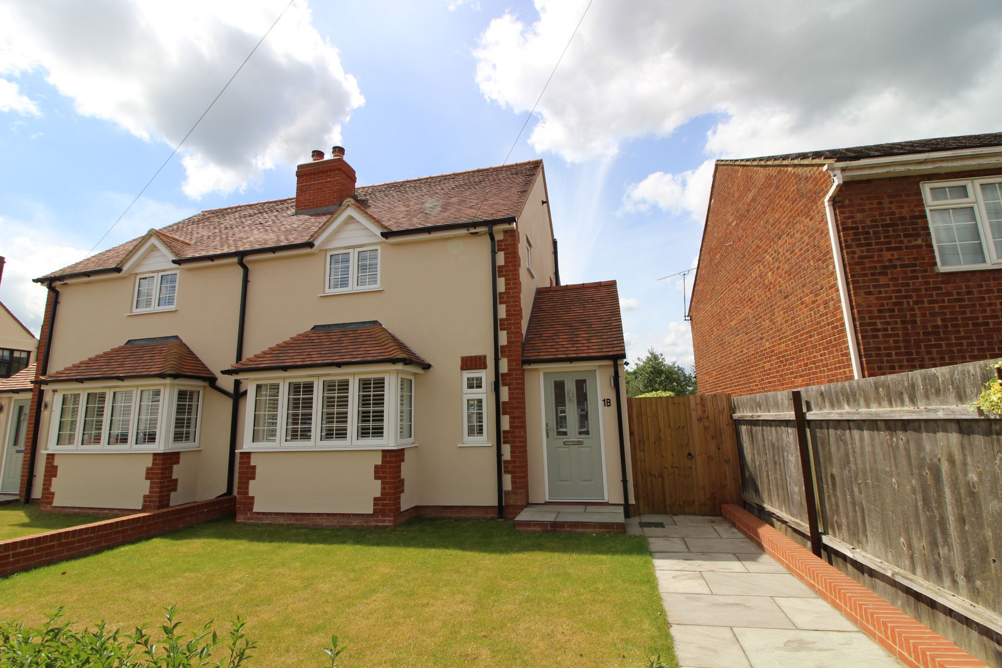 2 bedroom semi-detached house For Sale in Colney Heath - Property photograph