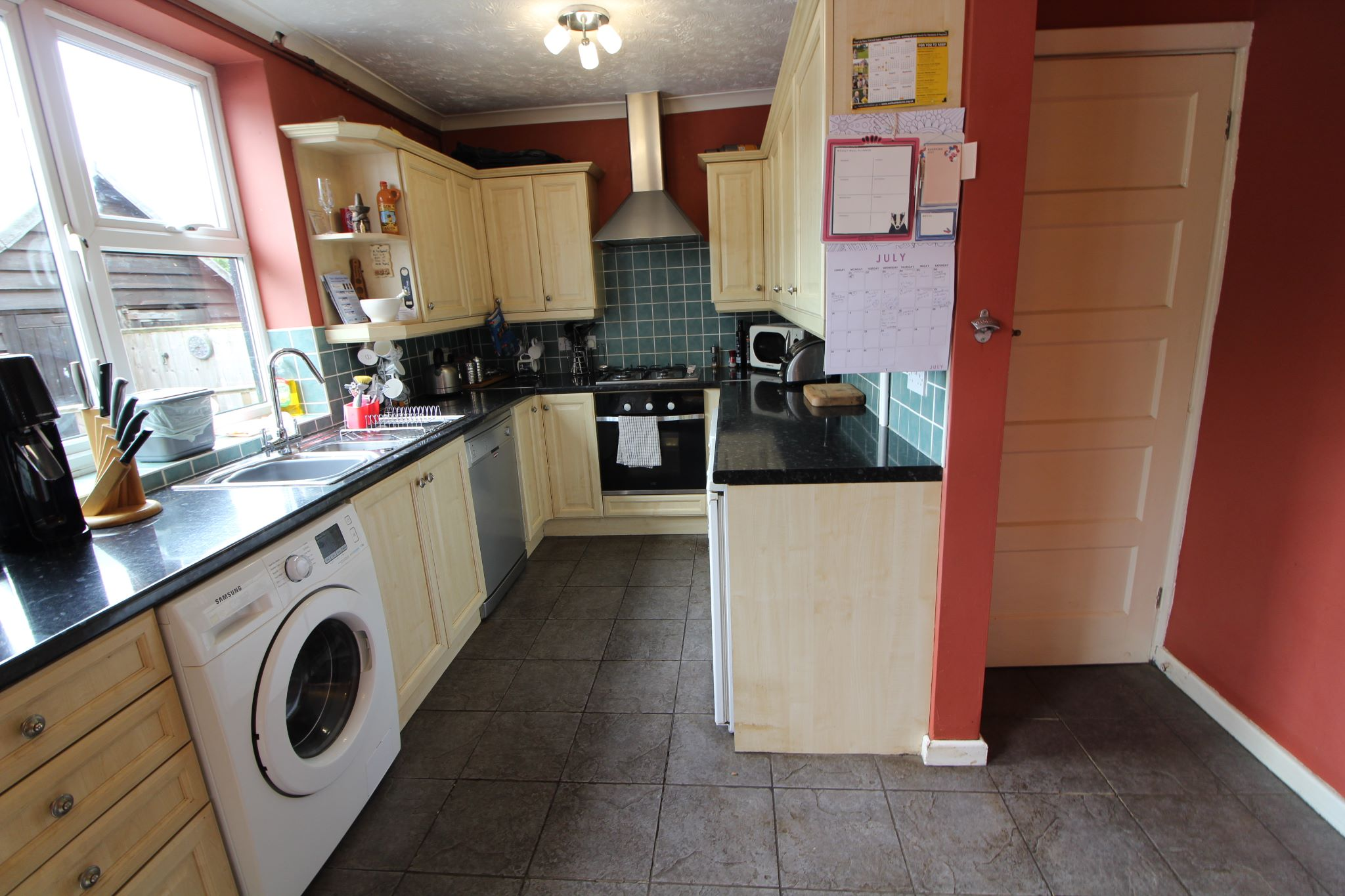 3 bedroom mid terraced house Sale Agreed in Welwyn Garden City - Property photograph