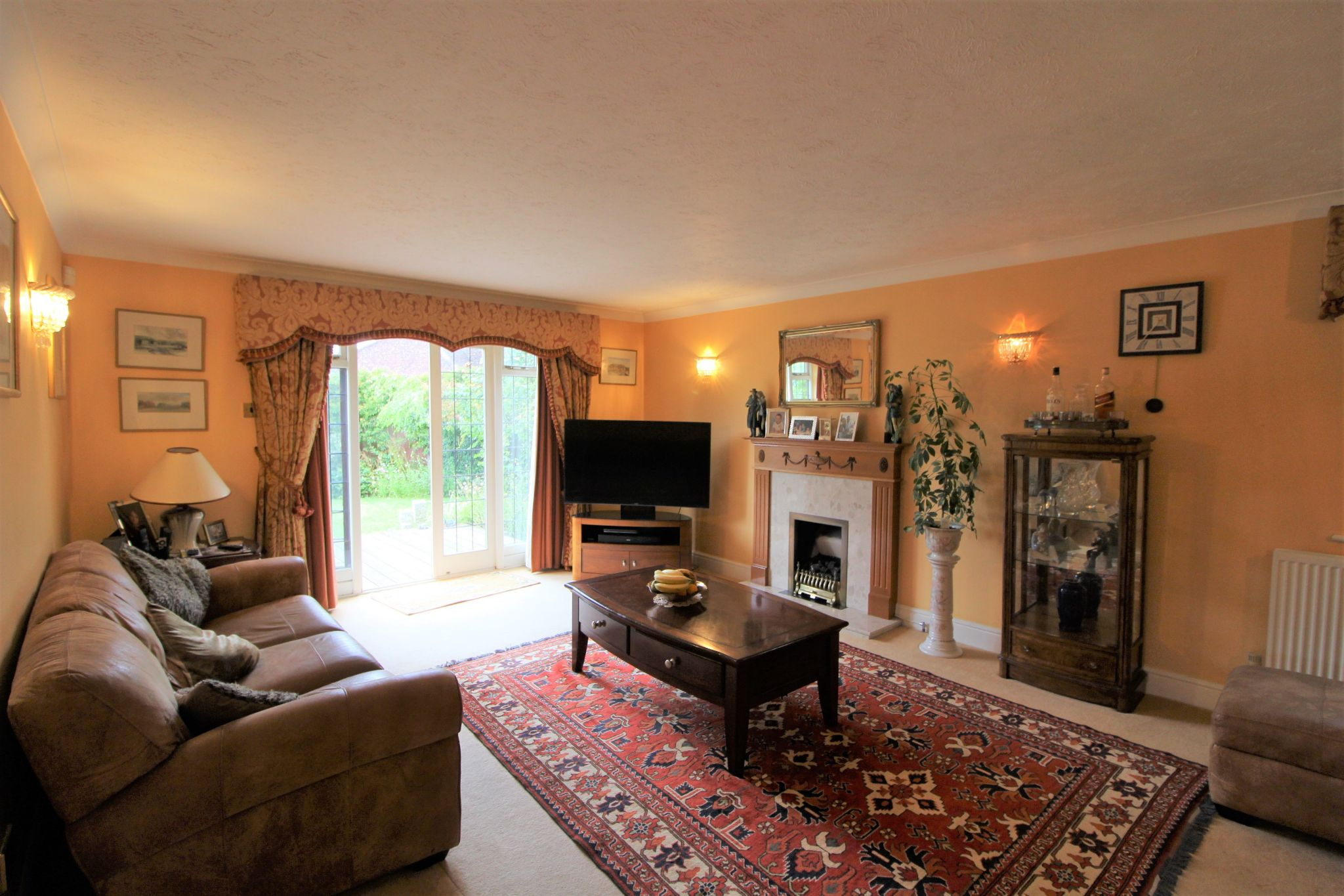 5 bedroom detached house For Sale in West Cheshunt - Photograph 3