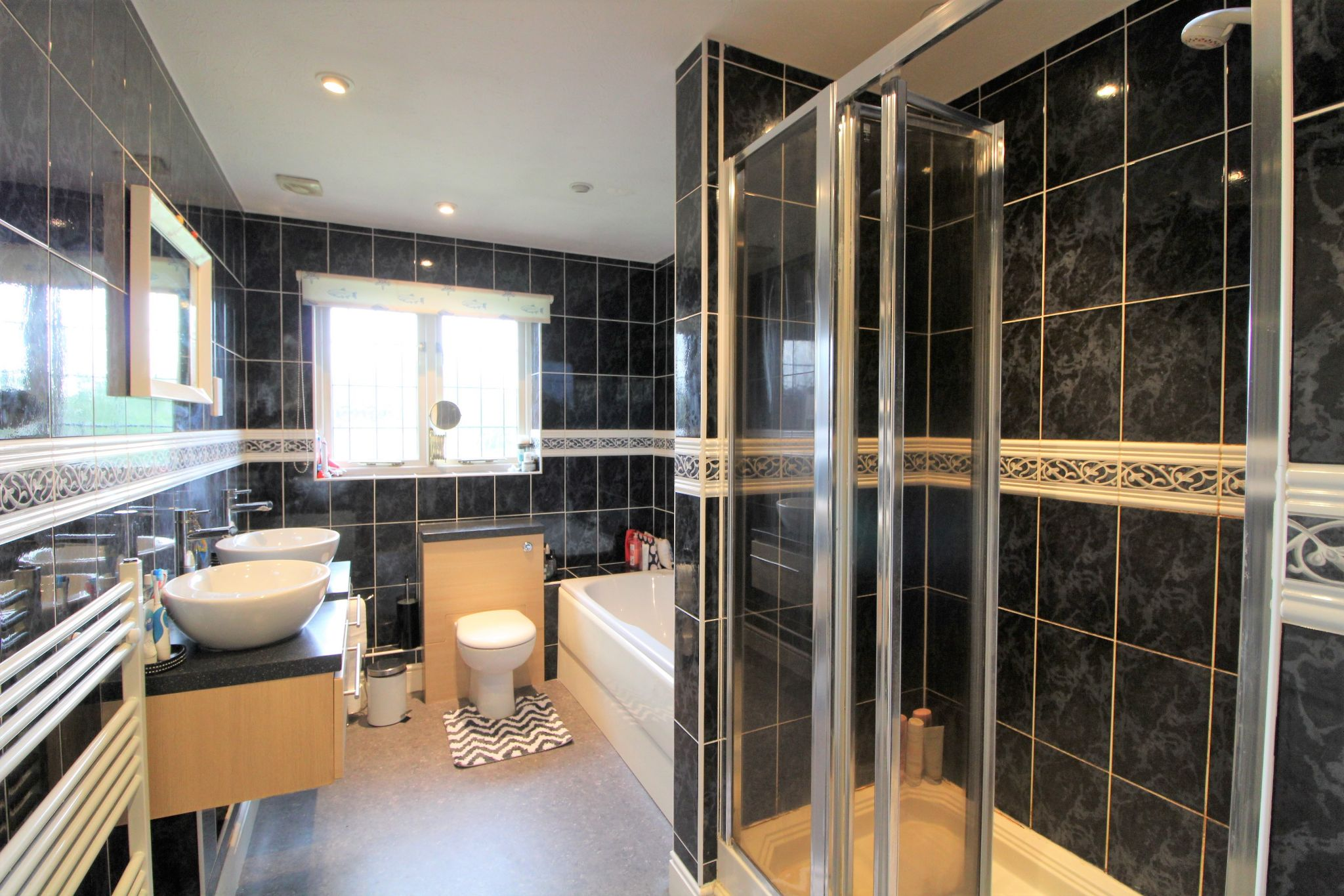 5 bedroom detached house For Sale in West Cheshunt - Photograph 12