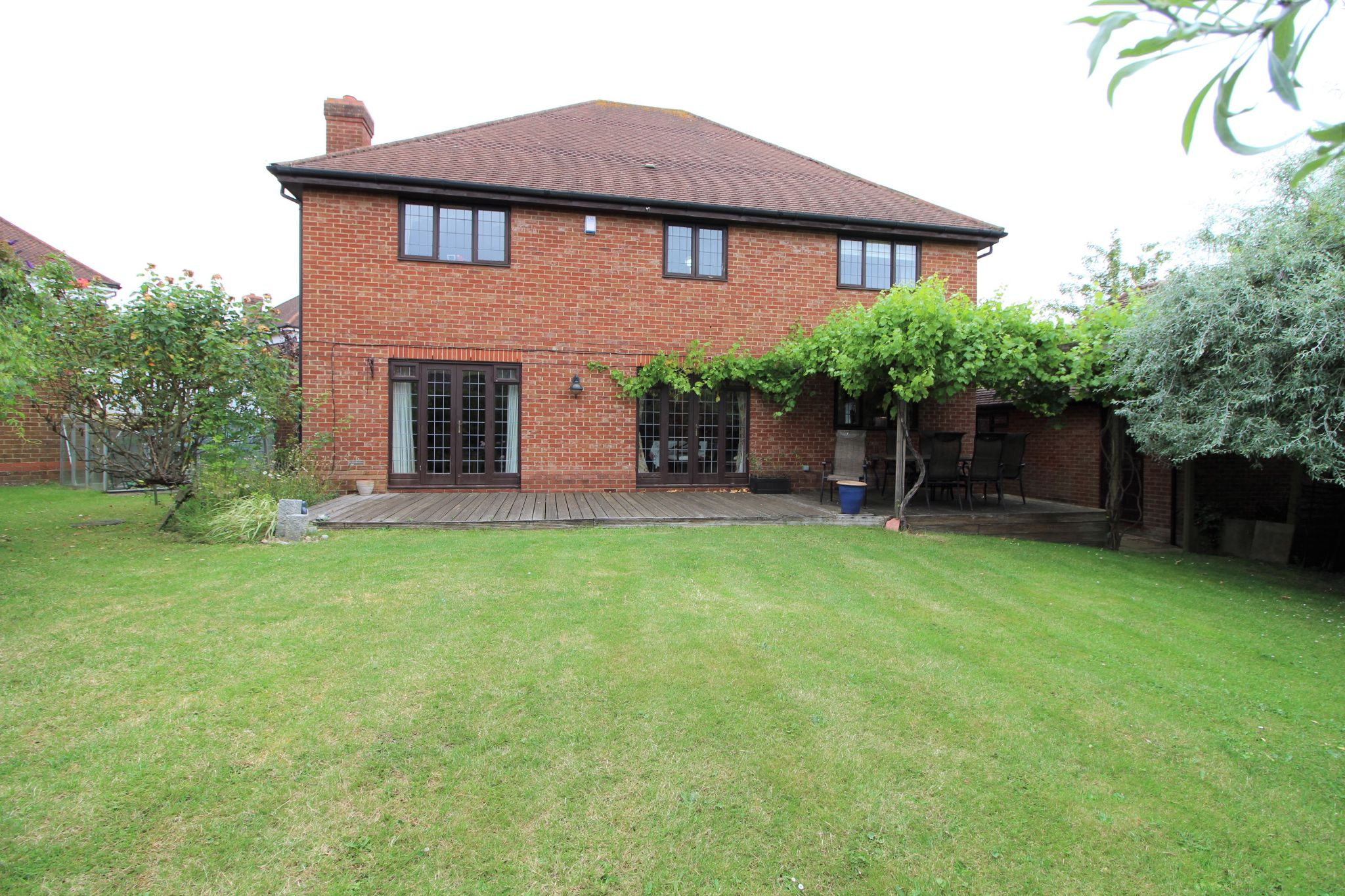 5 bedroom detached house For Sale in West Cheshunt - Photograph 15