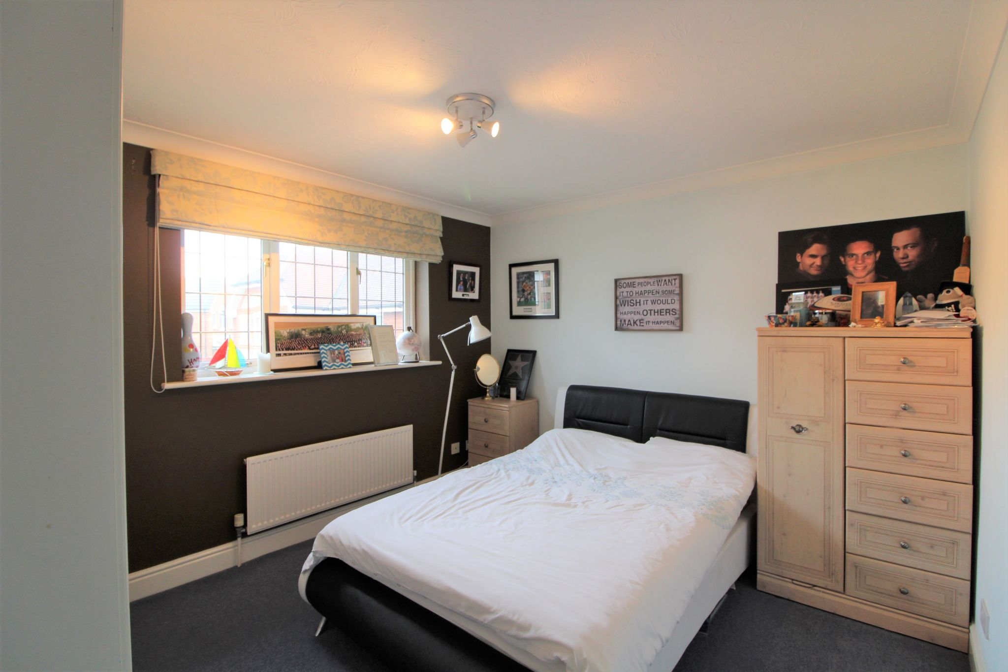5 bedroom detached house For Sale in West Cheshunt - Photograph 11
