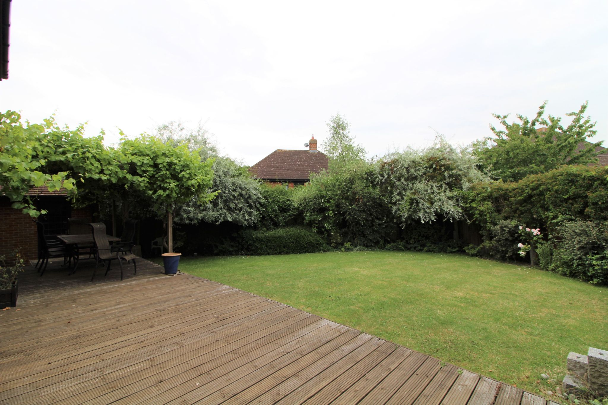 5 bedroom detached house For Sale in West Cheshunt - Photograph 16