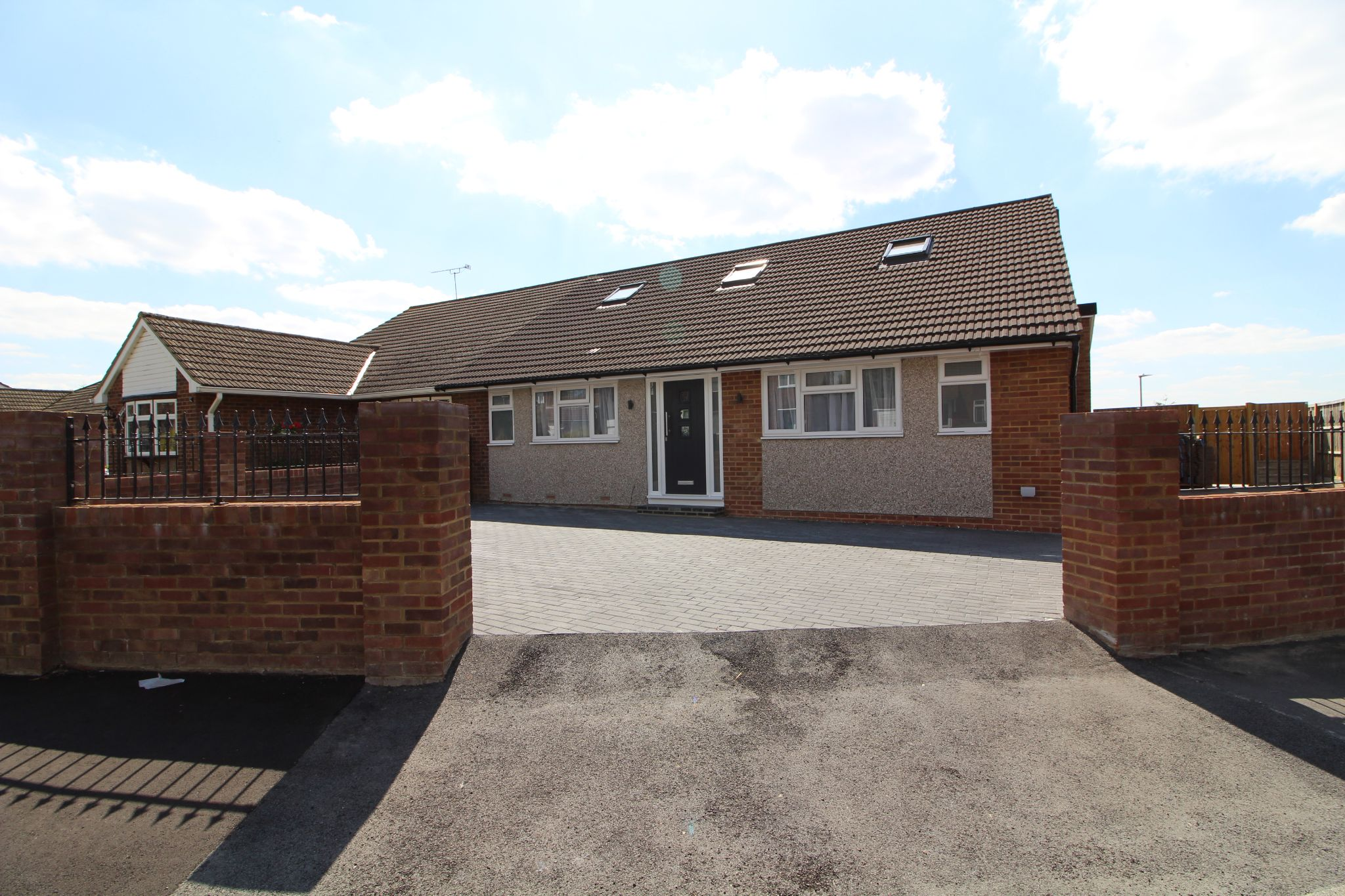 4 bedroom semi-detached bungalow For Sale in Goffs Oak - Property photograph