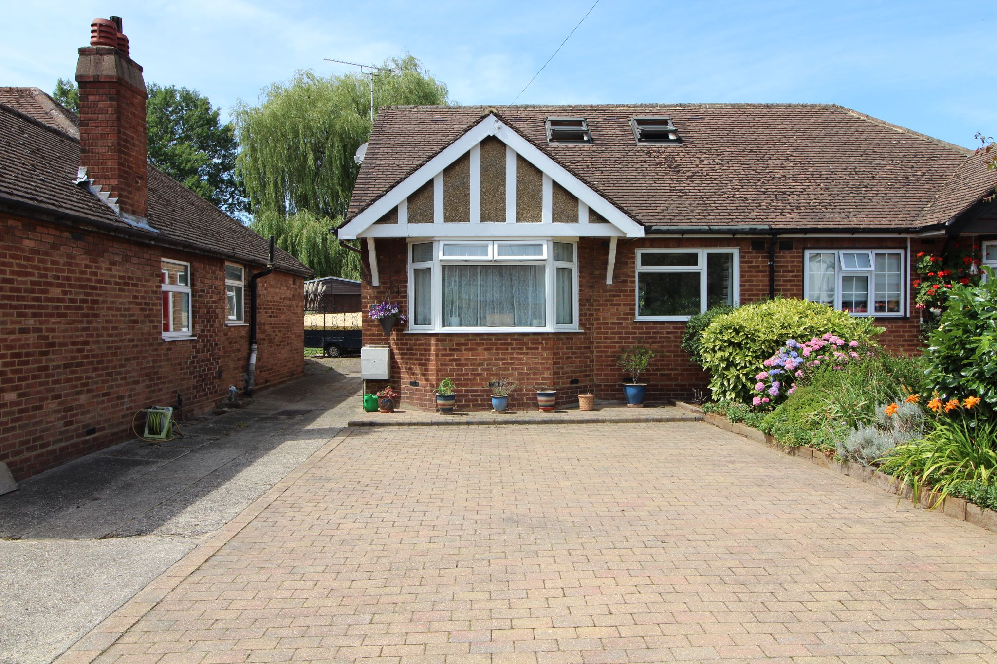 4 bedroom semi-detached bungalow SSTC in Potters Bar - Photograph 3
