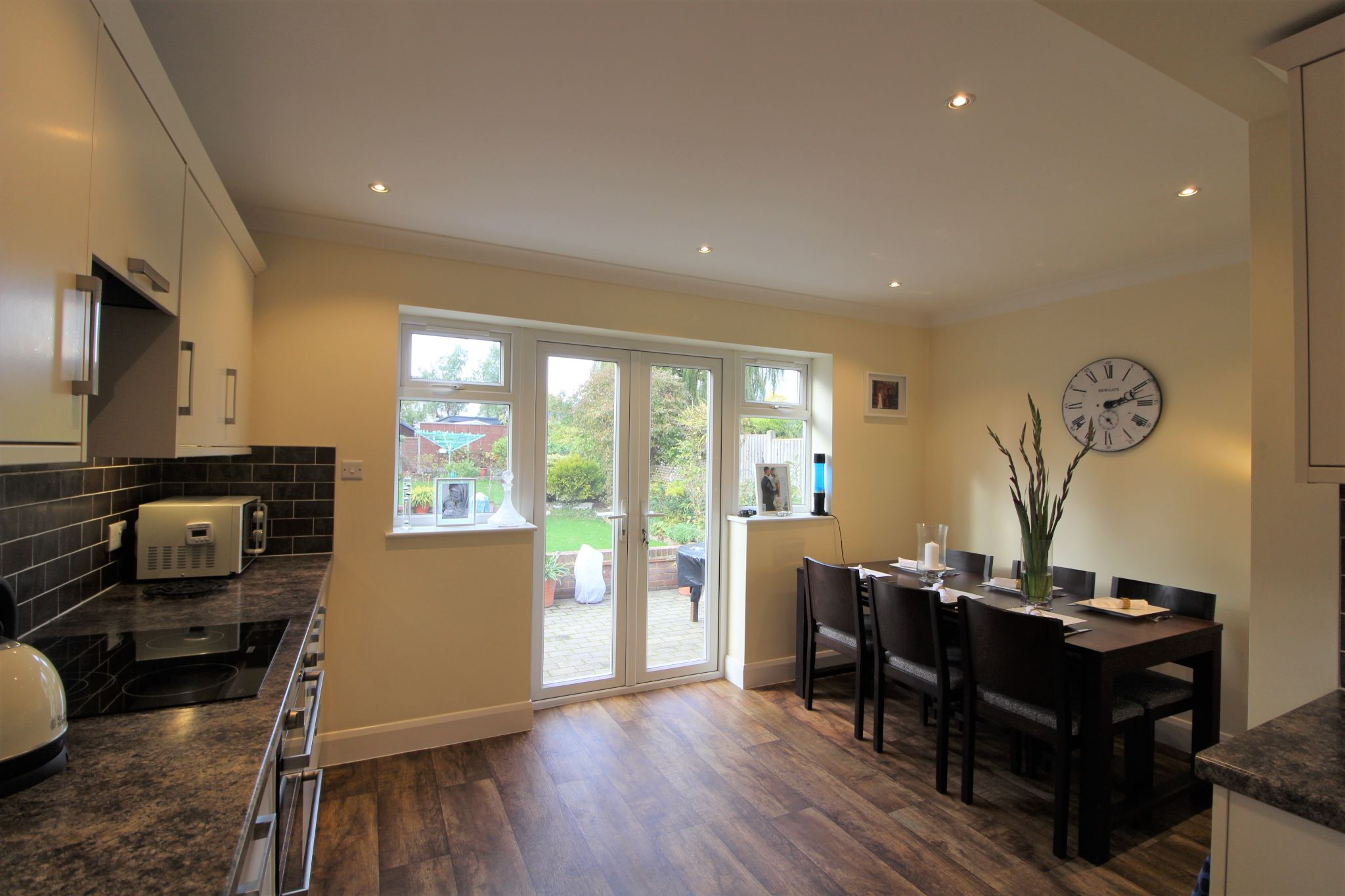 4 bedroom semi-detached bungalow SSTC in Potters Bar - Photograph 11