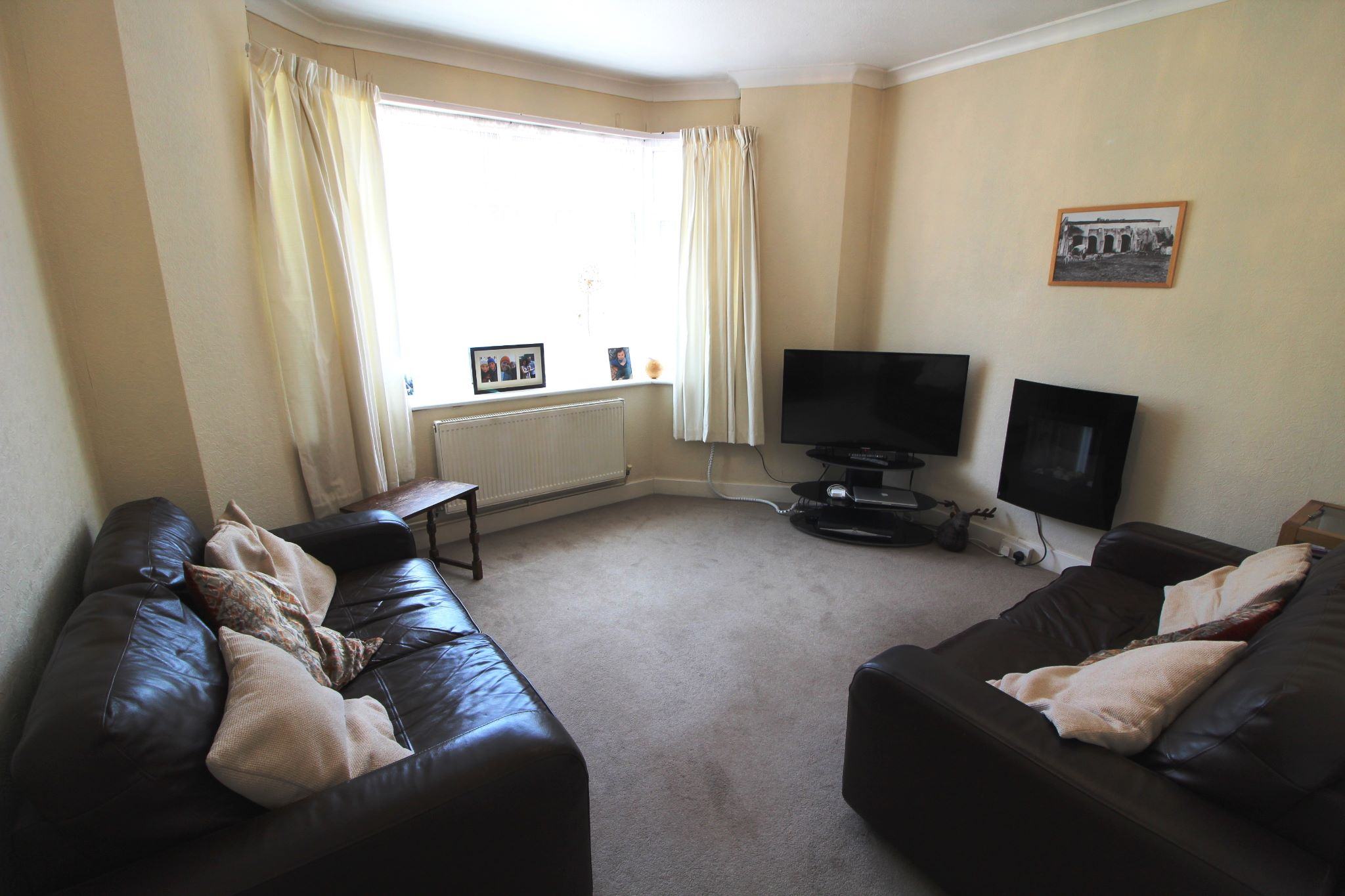 4 bedroom semi-detached bungalow SSTC in Potters Bar - Photograph 10