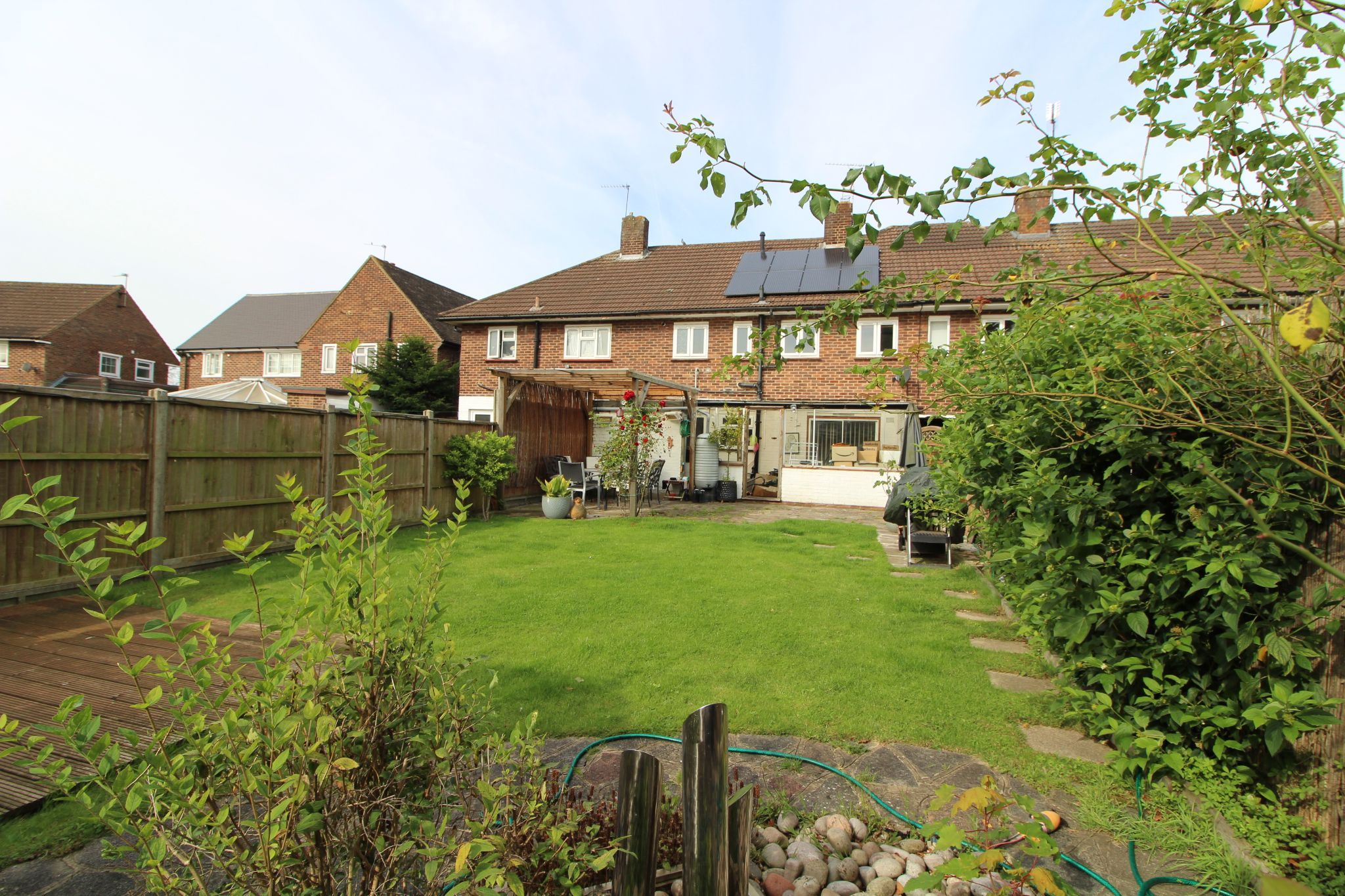 4 bedroom mid terraced house For Sale in Potters Bar - Property photograph