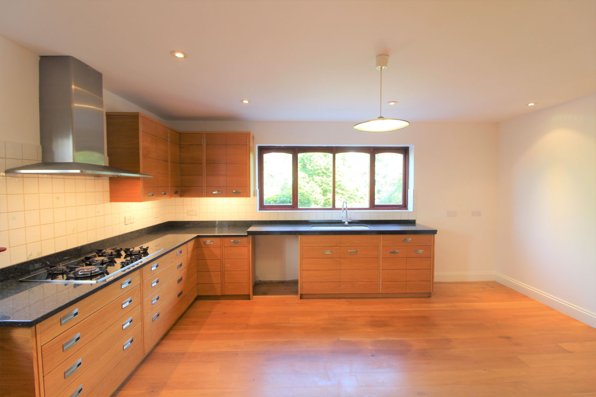 4 bedroom detached house SSTC in Cuffley - Photograph 3