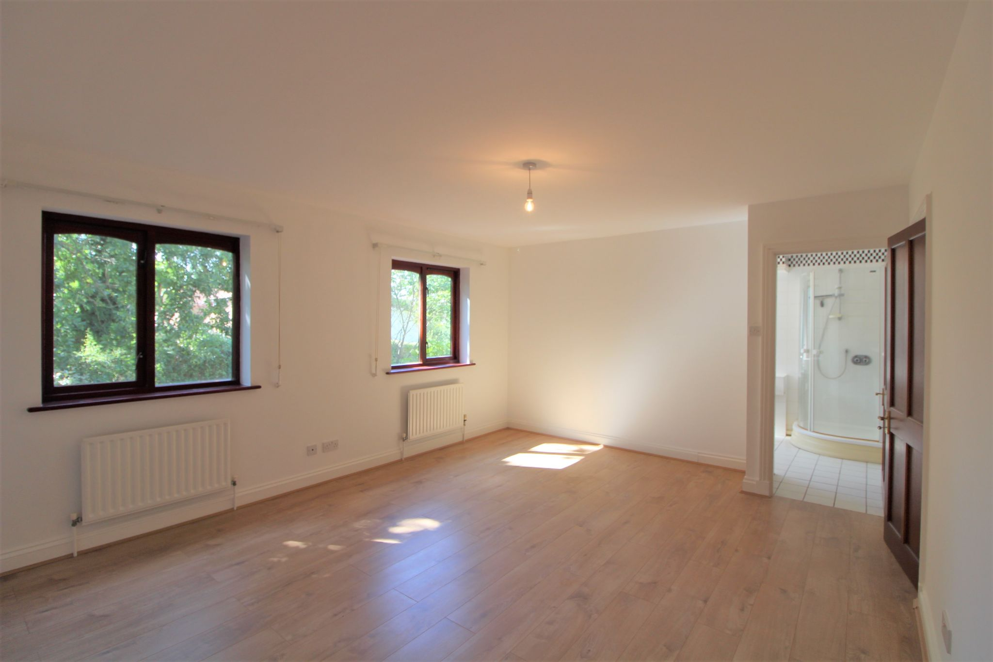 4 bedroom detached house SSTC in Cuffley - Photograph 8