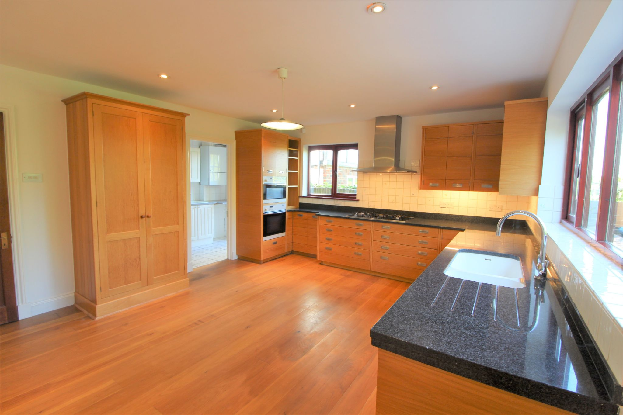 4 bedroom detached house For Sale in Cuffley - Property photograph