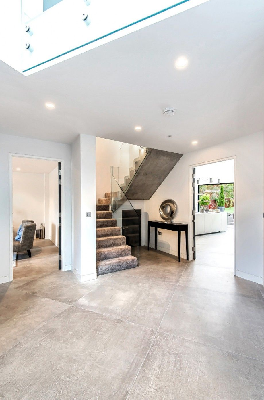 5 bedroom detached house For Sale in Mill Hill - Photograph 9