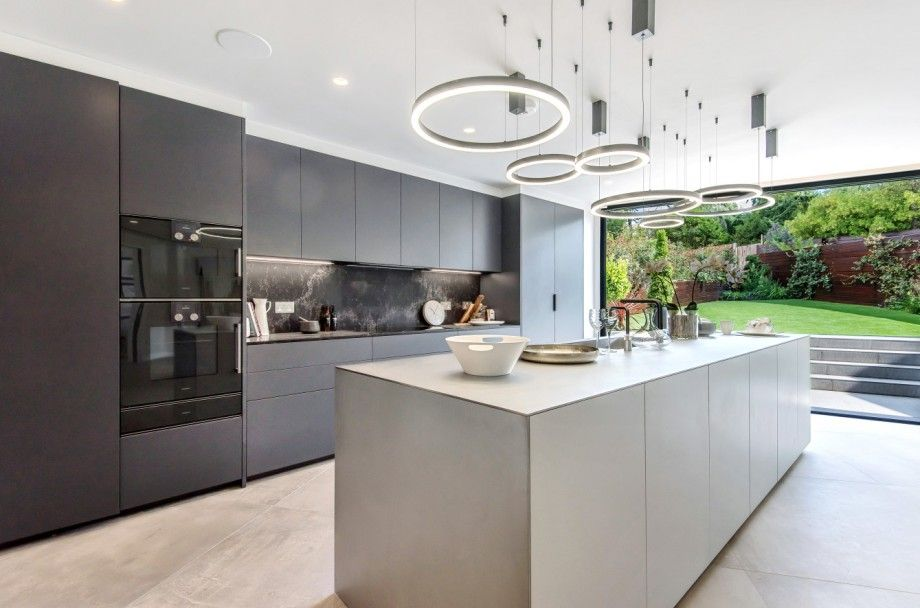 5 bedroom detached house For Sale in Mill Hill - Photograph 5