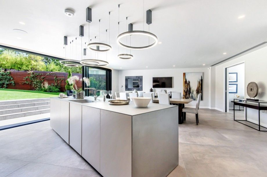 5 bedroom detached house For Sale in Mill Hill - Photograph 6