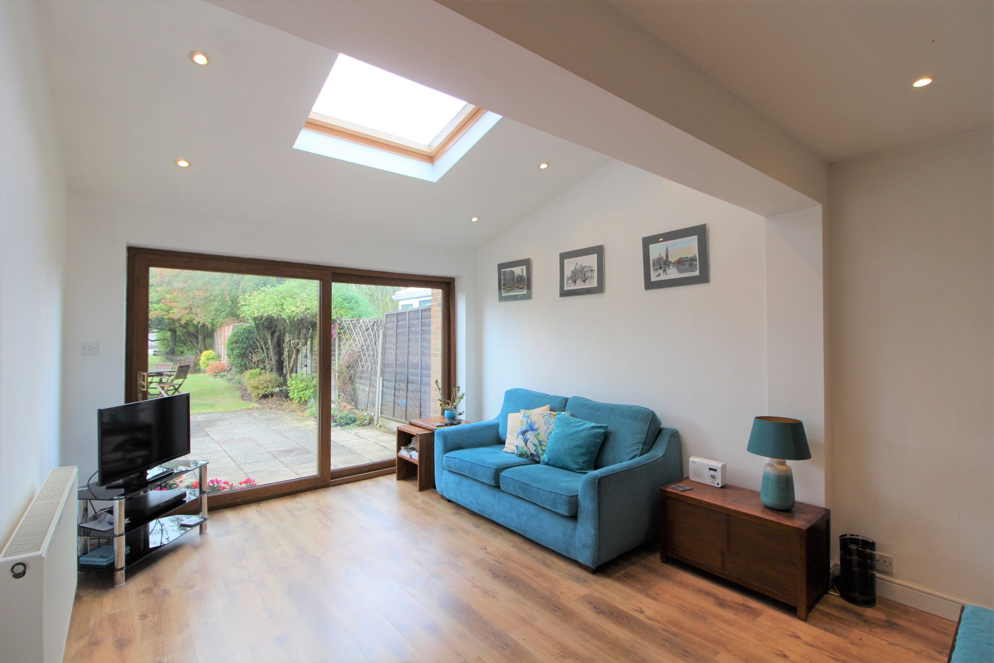 4 bedroom semi-detached house For Sale in Welham Green - Property photograph