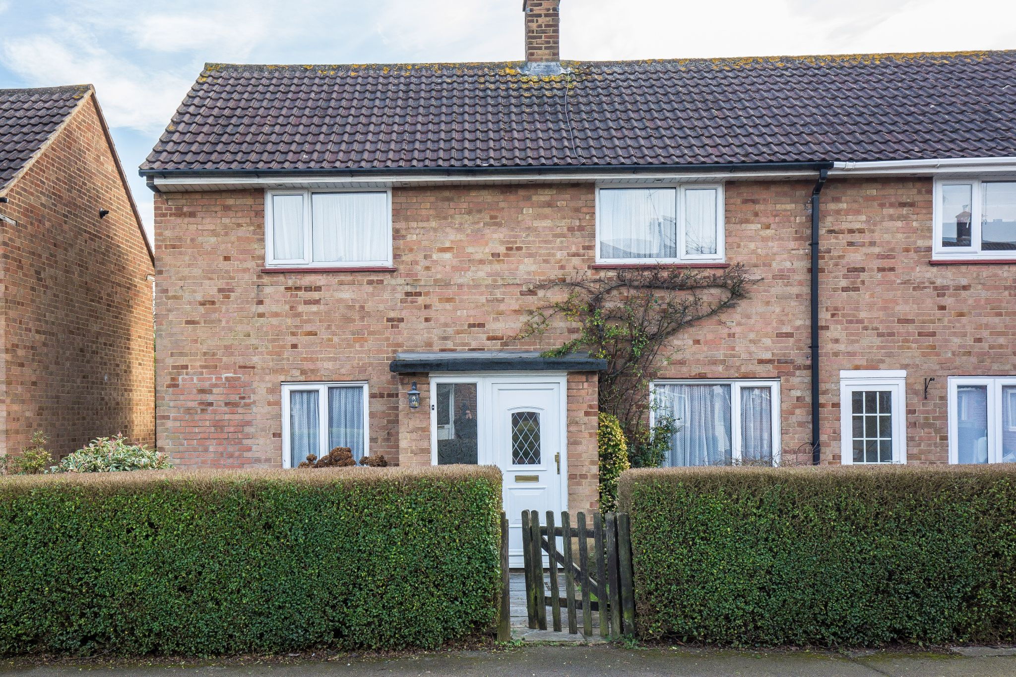 3 bedroom mid terraced house SSTC in Welham Green - Photograph 3