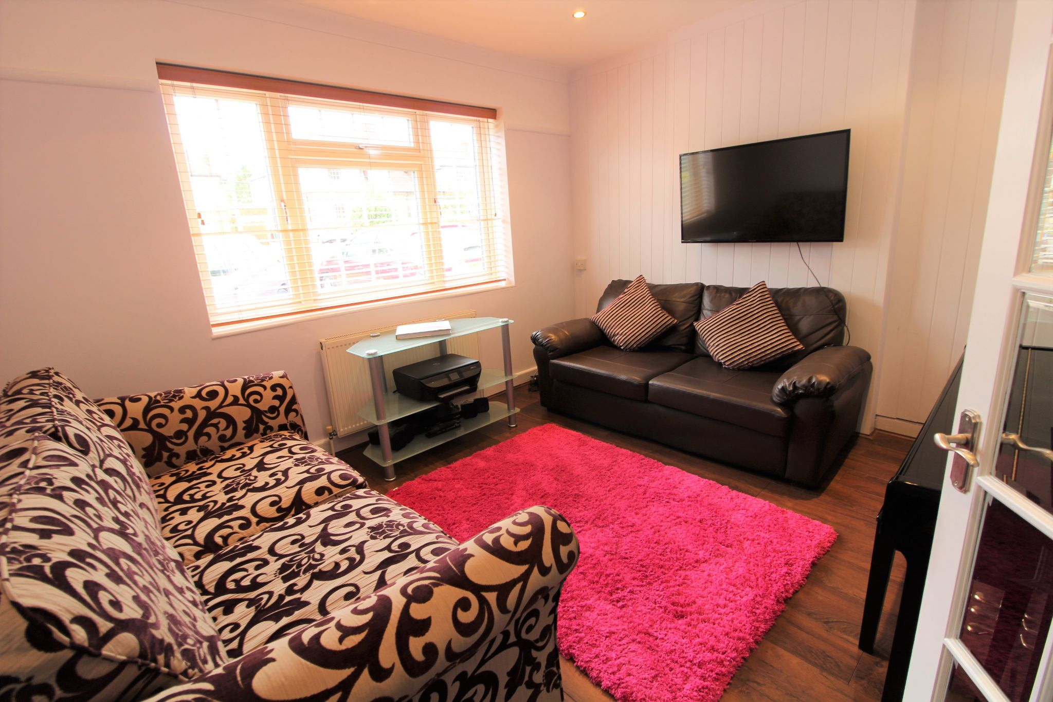 4 bedroom semi-detached house For Sale in Potters Bar - Property photograph
