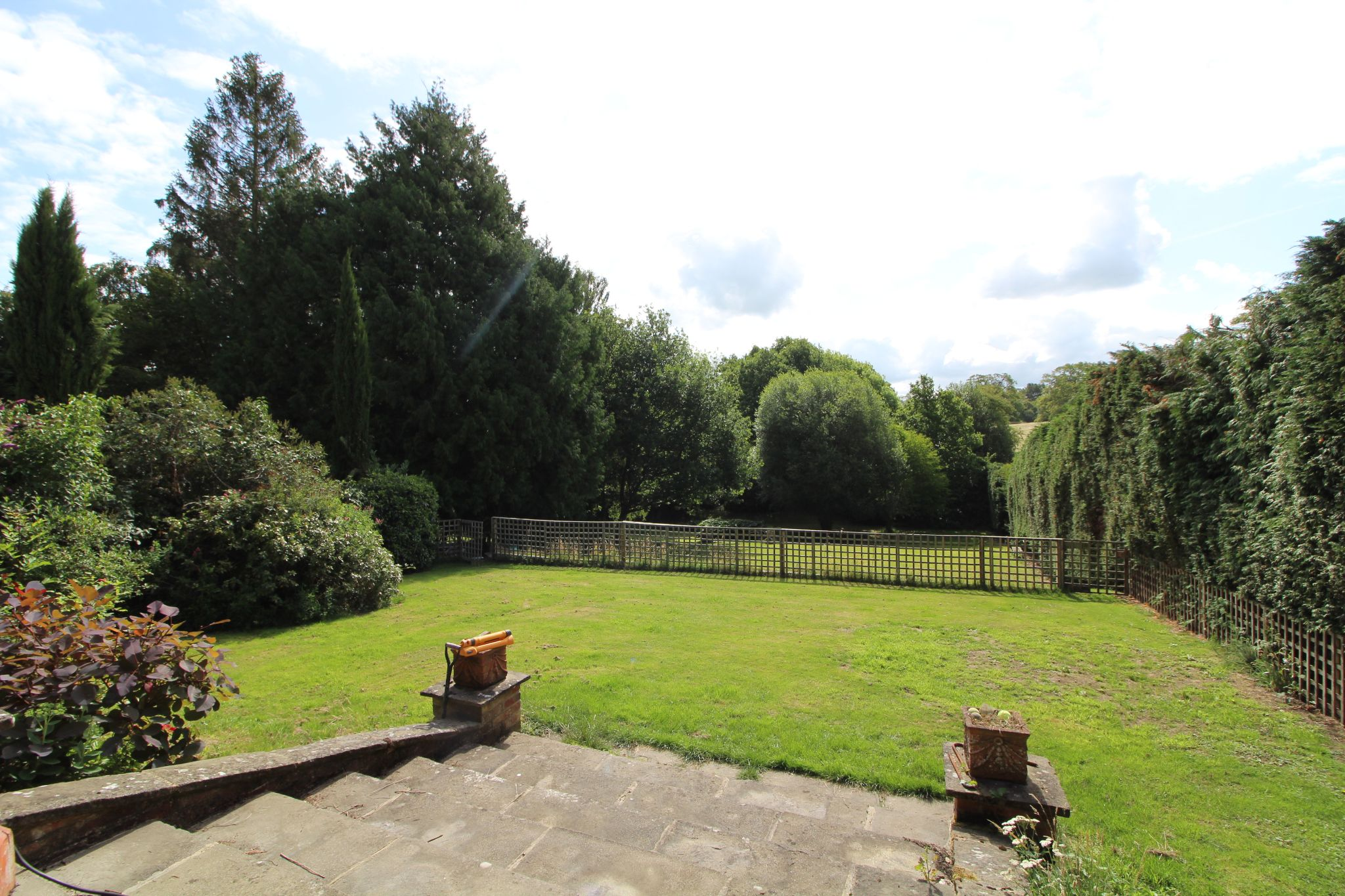 6 bedroom mews house For Sale in Brookmans Park - Photograph 47