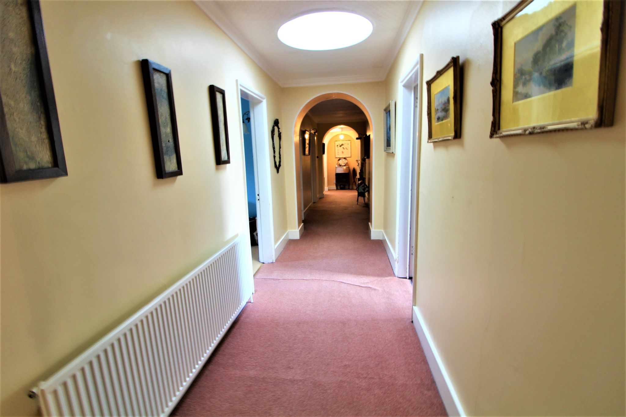 6 bedroom mews house For Sale in Brookmans Park - Photograph 10