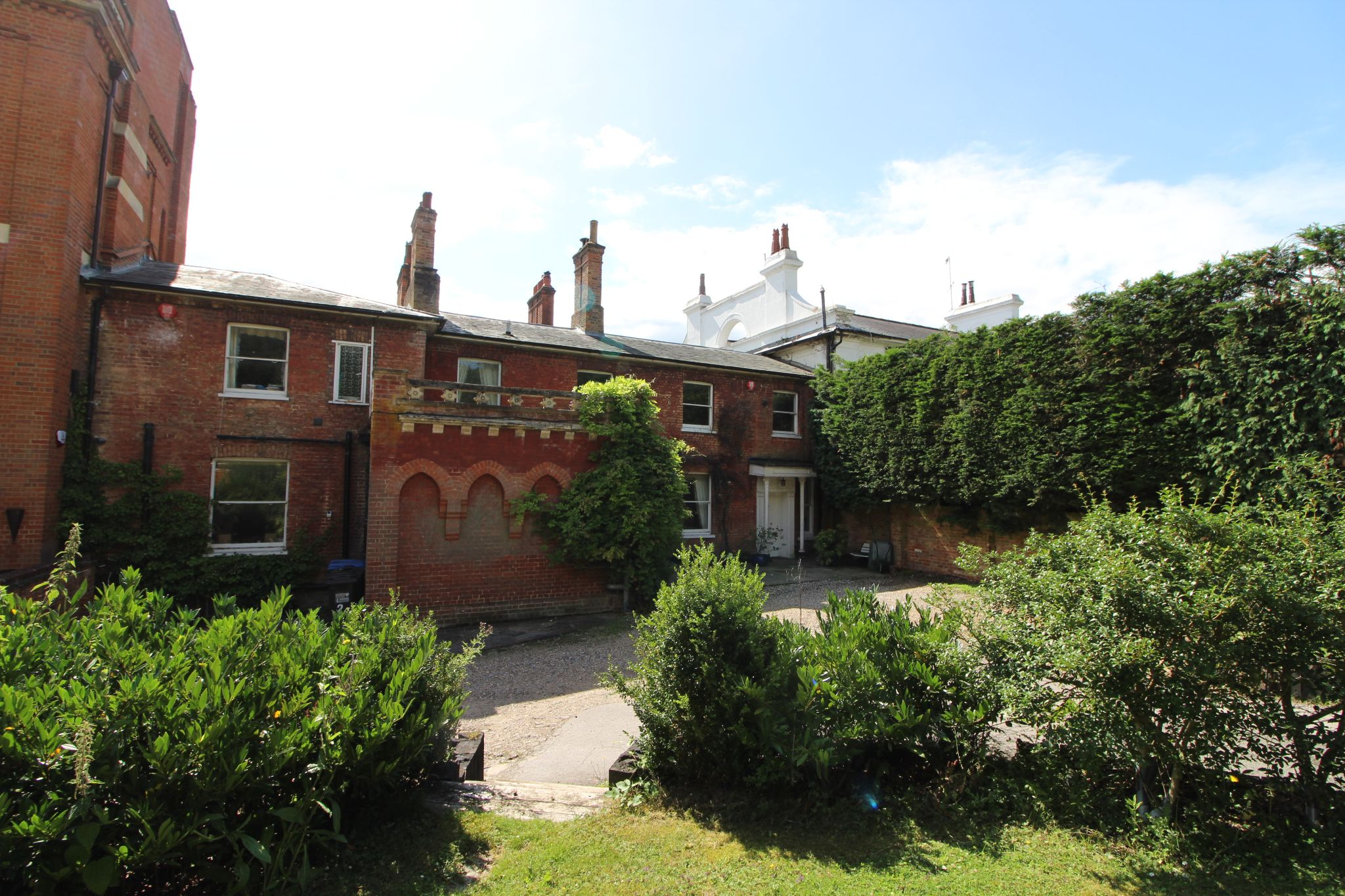 6 bedroom mews house For Sale in Brookmans Park - Photograph 42
