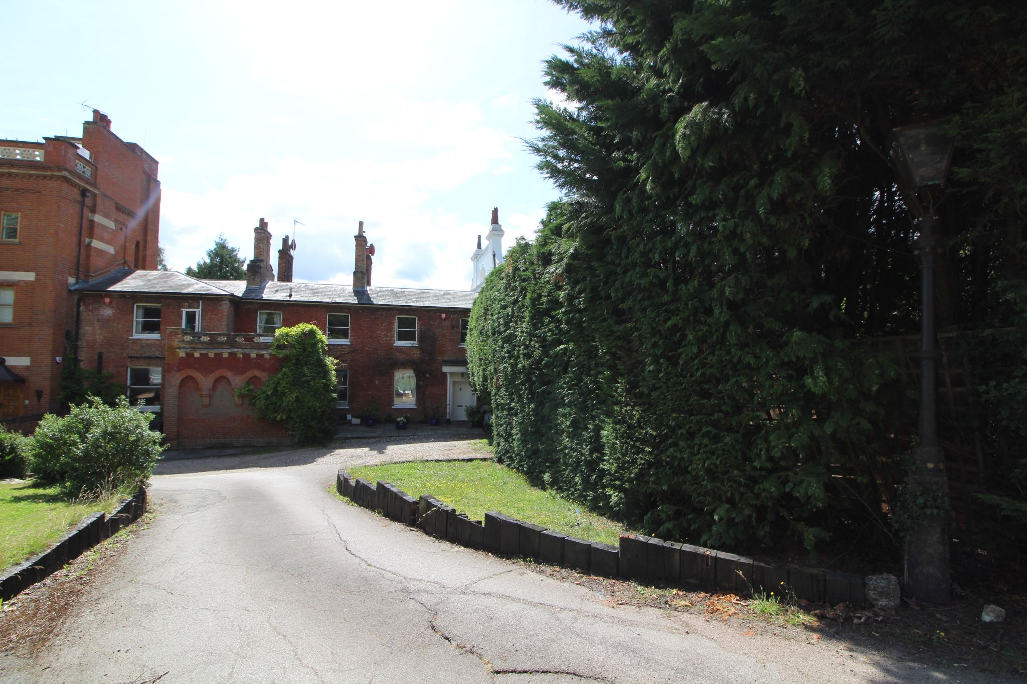 6 bedroom mews house For Sale in Brookmans Park - Photograph 43