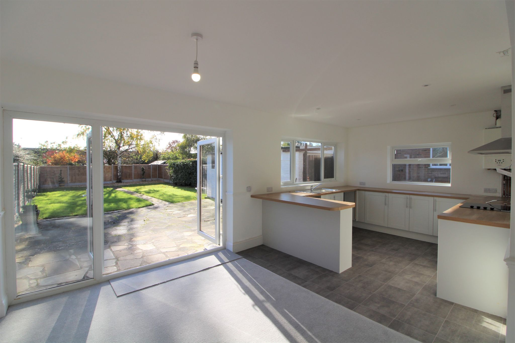4 bedroom semi-detached bungalow For Sale in Welham Green - Property photograph