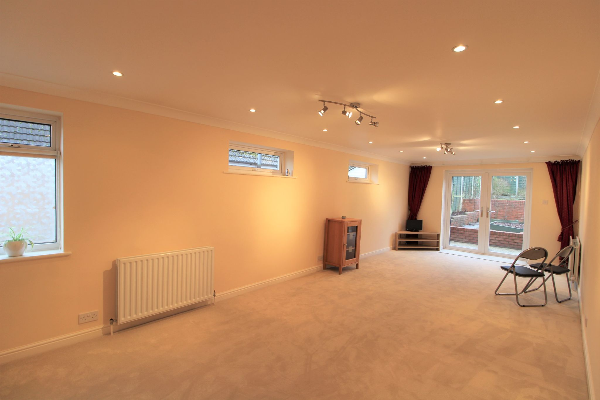 4 bedroom detached bungalow For Sale in Cuffley - Property photograph