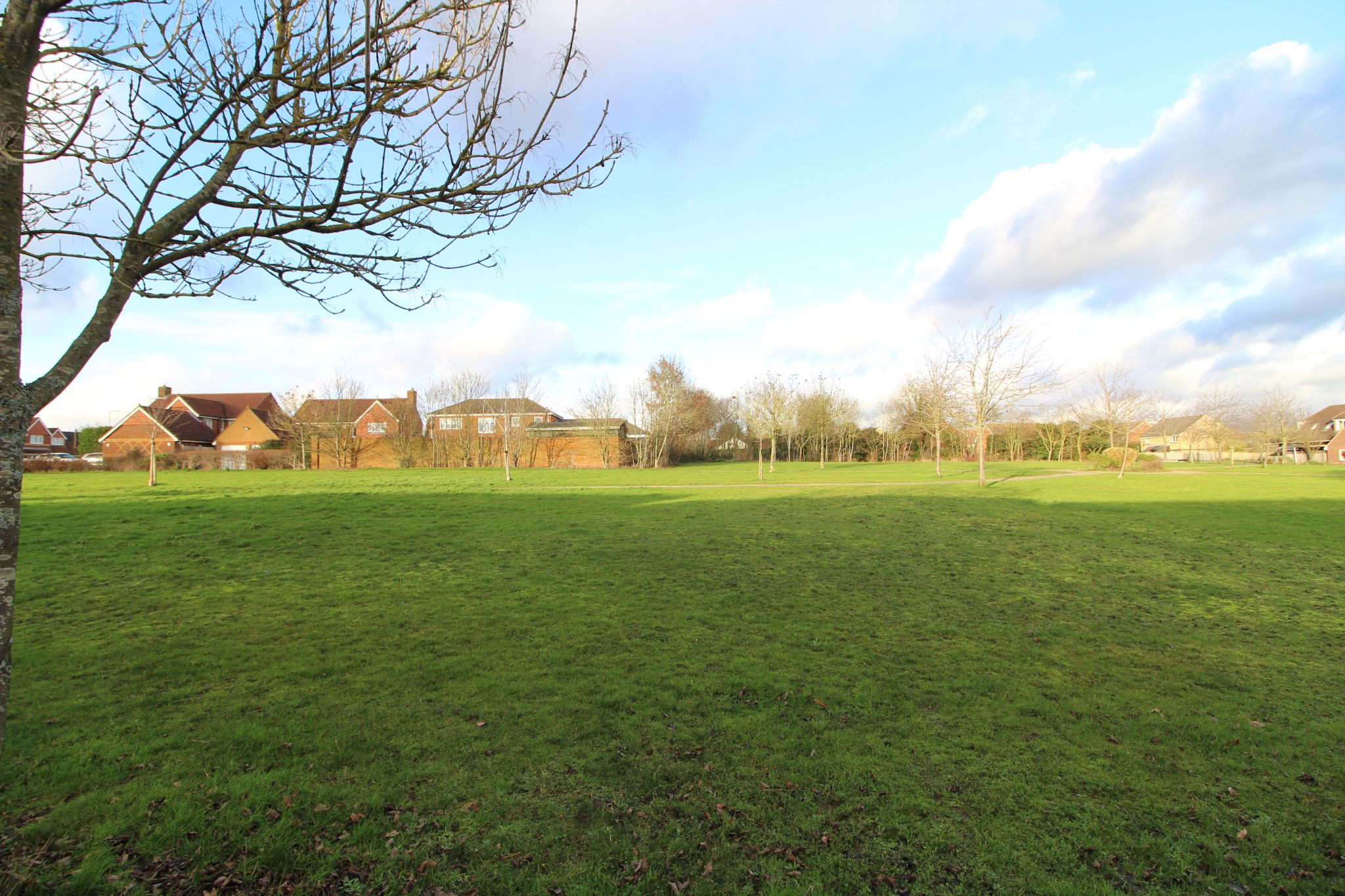 5 bedroom detached house For Sale in Goffs Oak - Property photograph