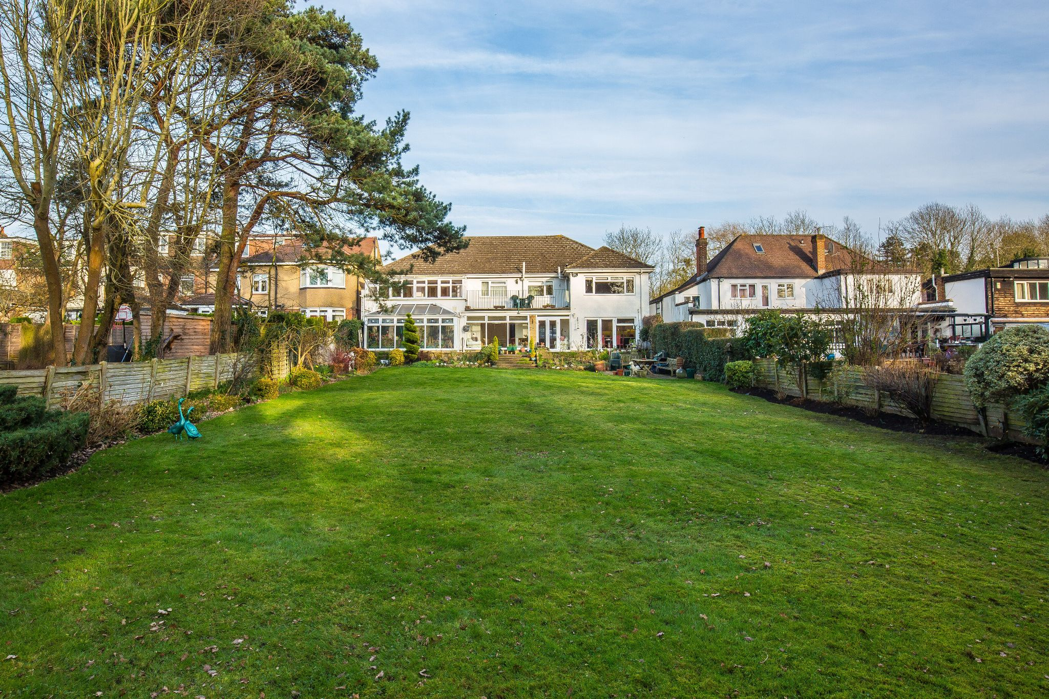 6 bedroom detached house For Sale in Hadley Wood - Property photograph