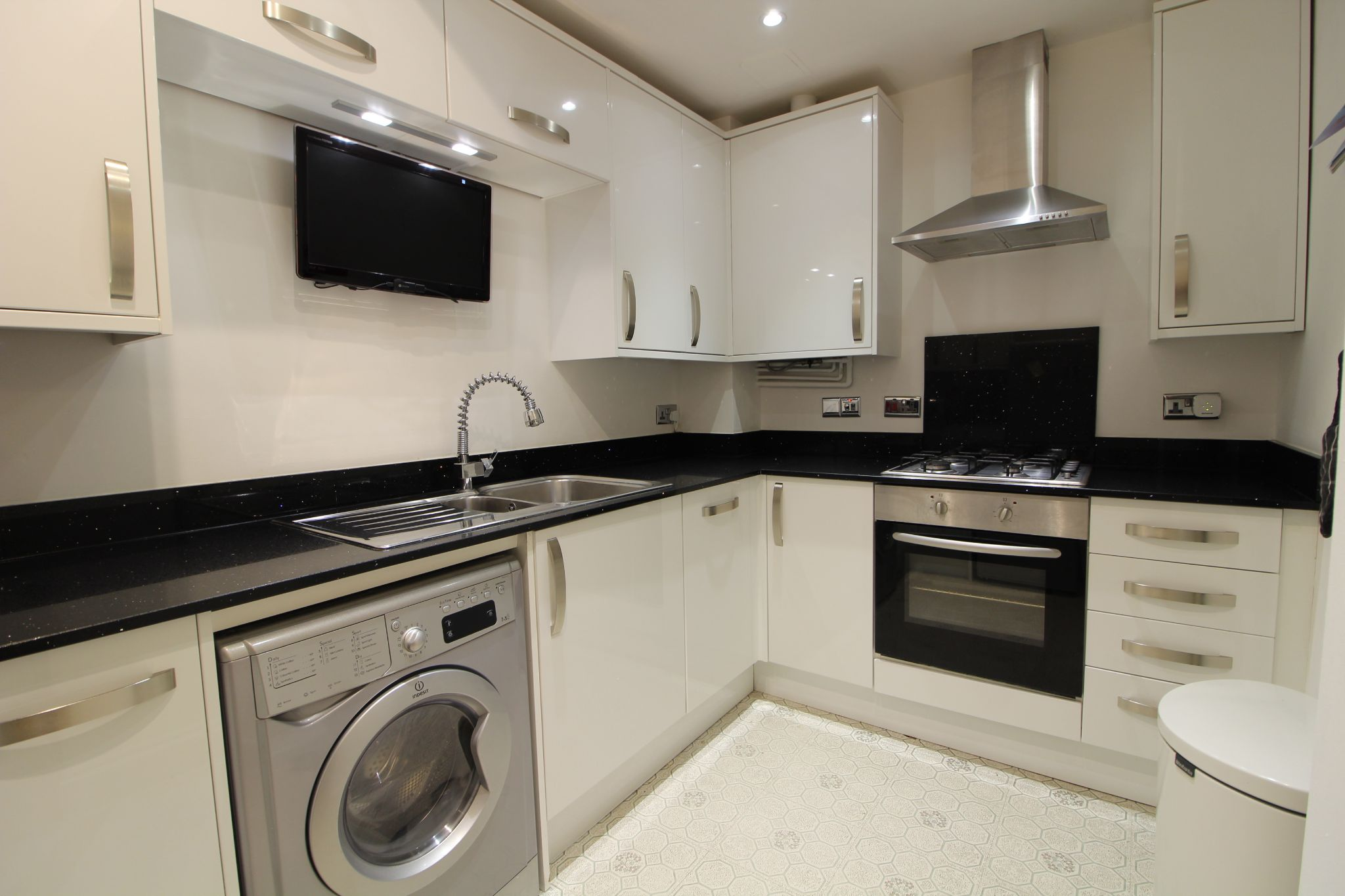 1 bedroom apartment flat/apartment For Sale in London - Property photograph