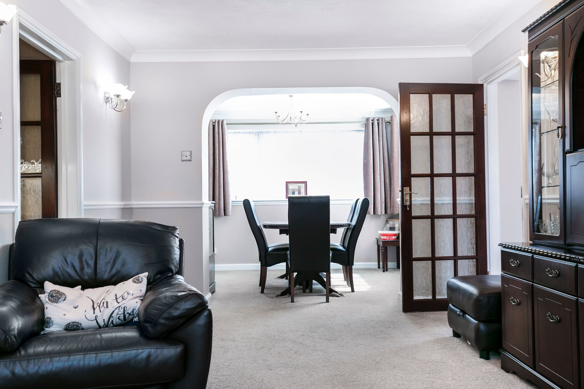 4 bedroom detached house For Sale in Potters Bar - Photograph 8